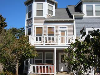 Ocean View 3 BR 3.5 Bath Hot Tub, Couples Retreat