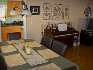 Cozy Family Home <5 mins. from the beach - July, Hawthorne