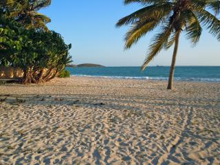 NETLLE BAY BEACH CLUB BEAUTIFUL BEACH FRONT FLAT, Marigot