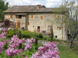 Apt. ROSA romantic studio in beautiful farmhouse, Lucolena