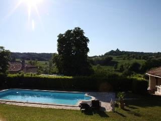 Gite**** tout confort avec piscine.