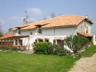 Français Old Farm House, Champagne-et-Fontaine