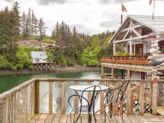 Boardwalk Waterfront Cottage