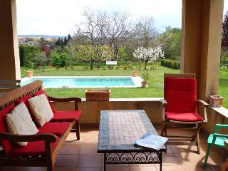 villa avec piscine au pied du luberon, La Tour d'Aigues