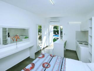 Cozy, new studio Elio1 with pool & whirpool, free Wifi, near sandy beach, grill
