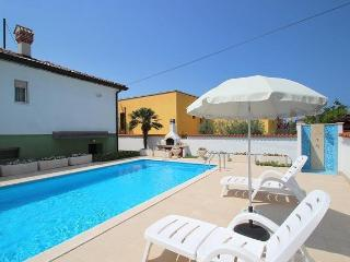 Villa Maria with pool, near the beach, top position, 3 bedrooms, pets welcome, Umag