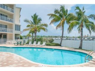 Relaxing Penthouse Waterfront Resort Condo
