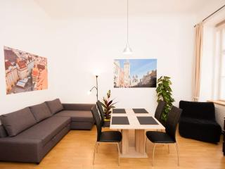 Fashion A 2-Bedrooms apartment (Prague Old Town)