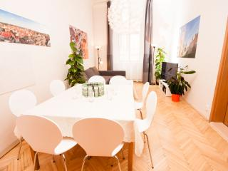 Fashion B 3-Bedroom (Prague Old Town)