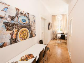 Fashion C 5-Bedrooms, 3-Bathrooms (Prague Old Town)
