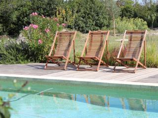 Le mas des Béradis -Gîte de charme avec piscine, Uzes