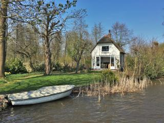 Holiday house at lake, Reeuwijk