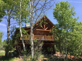 COZY CABIN NEAR RIVER AND RUEDI RESERVOIR, REDUCED RATES FOR FALL AND HOLIDAYS!