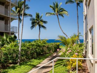 Beach-side Royal Mauian 2 Bedrm /2Bath / Air Cond., Kihei