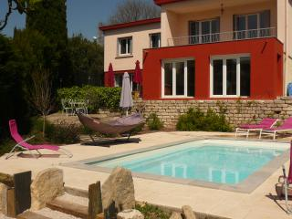 Charming villa for 12 with pool, south of France, Montpellier