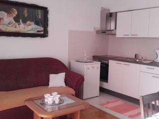 Apartment Vooky 3 for 3 with AC, Makarska