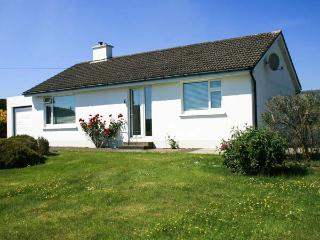 HEATHFIELD, all ground floor, detached, solid fuel stove, off road parking, enclosed garden, Schull, Ref 931366