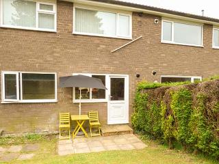 THE BLUEBELLS, ground floor apartment, WiFi, pet-friendly, shared enclosed garden, in Heddon-on-the-Wall, Ref 933924