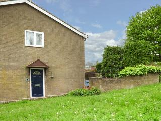 THE BLUEBELLS, ground floor apartment, WiFi, pet-friendly, shared enclosed garde