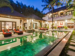 4 Bedroom - Villa Tresna- Central Seminyak