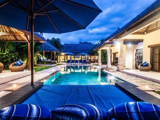 4 Bedrooms - Villa Saphir - Central Seminyak