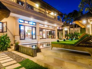 3 bedrooms - Villa Gading - Central Seminyak