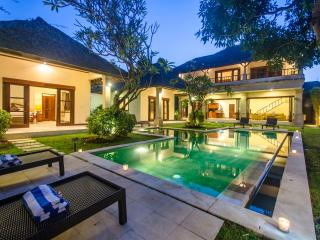 3 Bedrooms - Villa Cemara - Central Seminyak