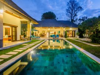 6 Bedrooms - Villa Alore - Central Seminyak