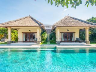 4 bedrooms - Villa Alam - Central Seminyak