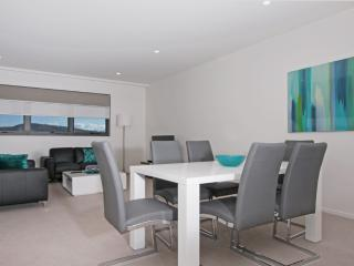 Accommodate Canberra - IQ Smart Apartment 707
