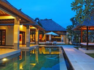 3 Bedrooms - Villa Cinta - Central Seminyak