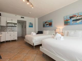 New 506 Listing Facing The Ocean Just Renovated, Miami Beach