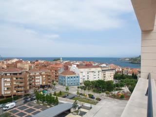 Atico de Lujo - WIFI - 2 Hab + 2 Banos + Garaje.  Gran Terraza con Vistas al Mar