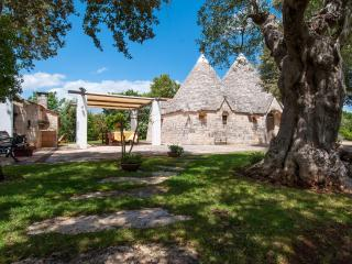 Trulli Paretano: Ideal for Families Trulli Pool