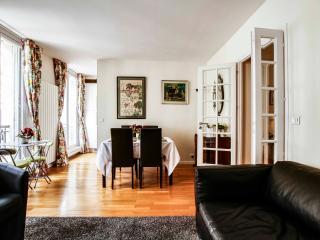 G04640 1 bedroom heart of Marais