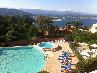 Appartement vue mer avec piscine