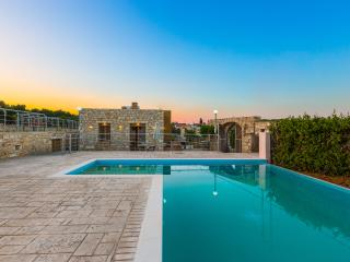 Villa Evgoron, Brand New Villa in Cretan Nature, Rethymnon