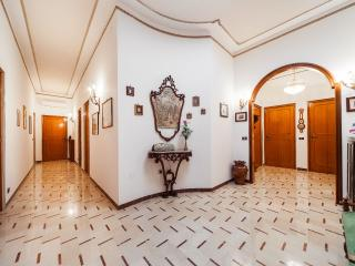 Apulia 70 - DELUXE HOUSE: 4 bedrooms, 4 bathrooms, kitchen, dining room, balcony
