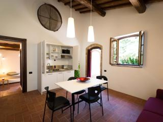 Acacia apartment in  Tuscan holiday cottage, San Dalmazio