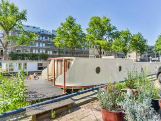 Beautiful Houseboat De Wittenkade 4 persons, Amsterdam