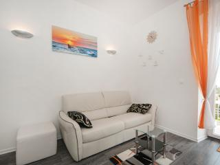 Apartments Mihaela- One Bedroom Apartment with Balcony and Sea View, Split