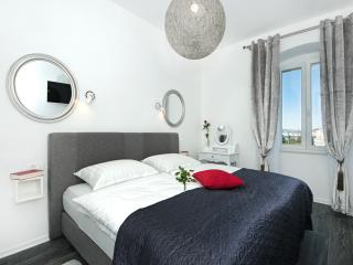 Apartments Mihaela - One Bedroom Apt with Sea View, Split