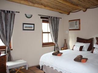 Luxury Self Catering Cottage in the Klein Karoo, Ladismith