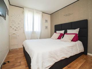 bel appart cosy et spacieux 70m2 +parking+clim+WIF, Aviñón