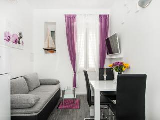 Apartments Mihaela- One Bedroom Apartment with Garden View, Split