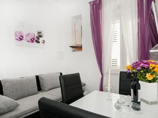 Apartments Mihaela - Apartment with Garden View, Split