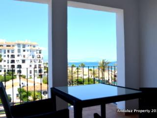Beachside Apartment in Duquesa Marina, Puerto de la Duquesa