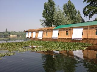 New York Houseboat, Srinagar