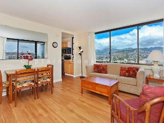 OCEAN VIEW with A/C, washer/dryer, full kitchen, WiFi, pool & parking!, Honolulu