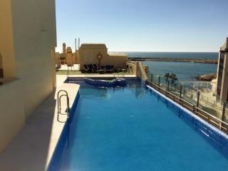Beachfront Marina 2 bed apt,with stunning sea view, Benalmádena